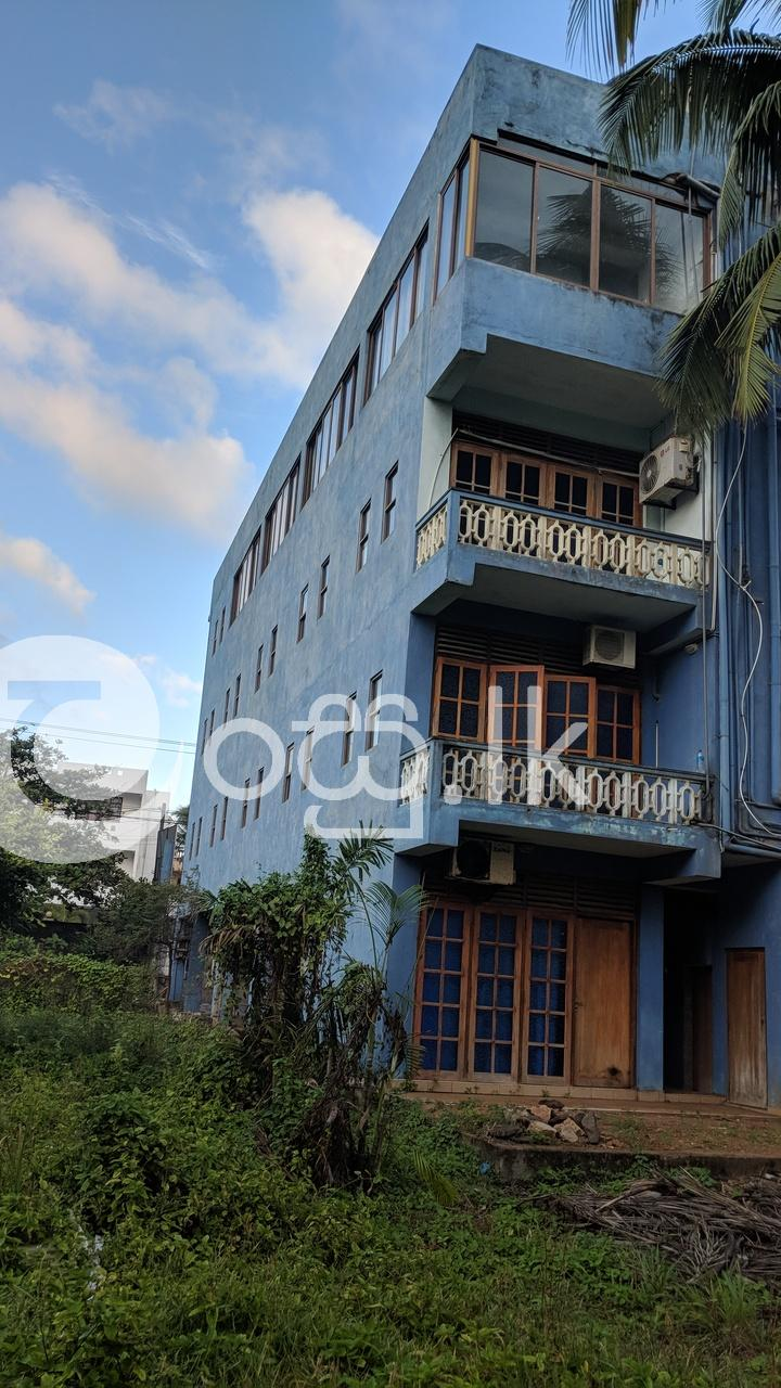 Building for Rent in Hikkaduwa Commercial Property in Hikkaduwa
