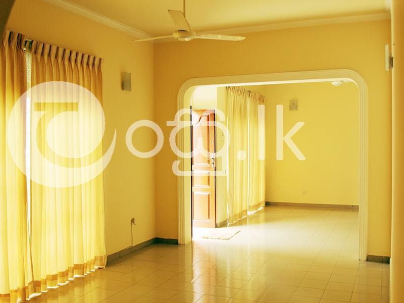 Large Upstair Spacious House   Houses in Wattala