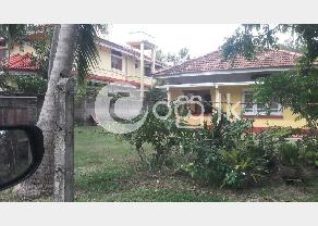 Old House and Land for sale in Seeduwa in Negombo