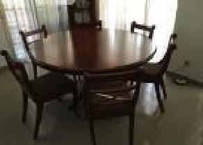Mahogany Dining Table   6 Chairs in Battaramulla