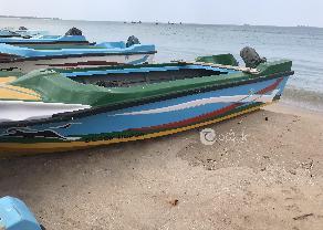 බ්ලැක් හෝස් අලුත් බෝට්ටුව. සුසුකි නිල් ඉර 25 HP ඇන්ජිම සමග.  in Trincomalee