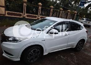 Honda Vezel Pearl White Z Grade  in Negombo