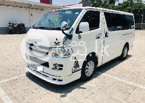 Toyota KDH petrol van in Katunayake
